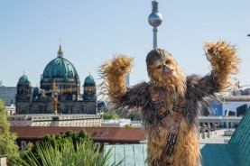 Chewbacca in Berlin, 2018/05/04, for his movie Solo: A Star Wars Story..Chewbacca at Brandenburg Gate.
