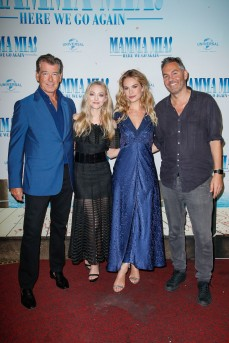 Pierce Brosnan, Amanda Seyfried, Lily James und Ol Parker bei der Bühnenpräsentation im Passage Kino MAMMA MIA! HERE WE GO AGAIN in Hamburg am 12.07.2018 © UNIVERSAL / Andre Mischke