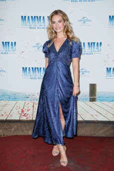 Lily James bei der Bühnenpräsentation im Passage Kino MAMMA MIA! HERE WE GO AGAIN in Hamburg am 12.07.2018 © UNIVERSAL / Andre Mischke