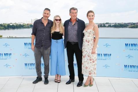 Ol Parker, Amanda Seyfried, Pierce Brosnan und Lily James Photocall MAMMA MIA! HERE WE GO AGAIN in Hamburg am 12.07.2018 © UNIVERSAL / Andre Mischke