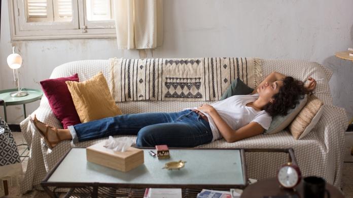 © 2019 PROKINO Filmverleih GmbH / Carole Bethuel. Selma (Golshifteh Farahani) eröffnet trotz aller Schwierigkeiten auf dem Dach eines Wohnhauses in Tunis eine Psychotherapie-Praxis